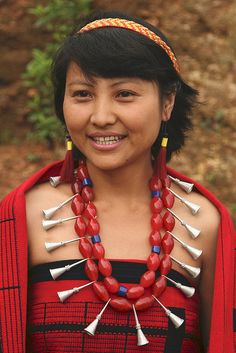 I love these silver bugle-shaped beads combined with the red barrels. India - Nagaland | Sangtam Naga at Chare village. | © Walter Callens