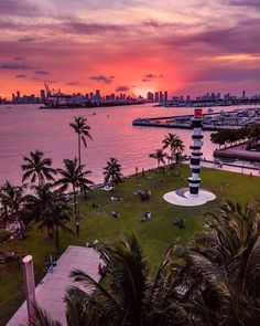 Magic of sunset at South Pointe Park Miami Beach   @serfermedia   #southpointepark #miamibeachlife #miamisunset #miamiliving #southbeachmiami #southflorida #floridasunset Miami Sunset, South Beach Miami, Miami Florida, South Florida, Miami Living, Magic City, Beautiful Beaches, Night Life, Places To Visit