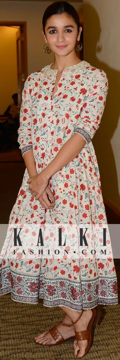 Alia Bhatt: Dressed in a casual cotton floral printed ethnic dress, 💕💕 Salwar Designs, Blouse Designs, Printed Kurti Designs, India Fashion, Ethnic Fashion, Indian Attire, Indian Wear, Indian Dresses, Indian Outfits