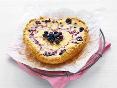 Vaniljainen mustikkapiiras   Valio Sweet Pie, Joko, No Bake Desserts, Diabetic Recipes, Soul Food, Cake Recipes, Sweet Tooth, Cheesecake, Easy Meals