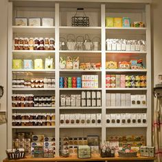 Lovely shop in Spain, ( lovely and organized). Shop Interior Design, Store Design, Interior Design Living Room, Cupcake Shops, Cupcake Bakery, Bakery Cafe, Cafe Restaurant, Bakery Kitchen, Restaurant Ideas