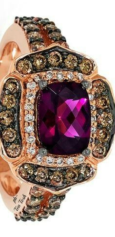 Vintage design ring ! Yellow gold and diamonds whit a beauty Amethyst. Love this! SLVH ♥♥♥