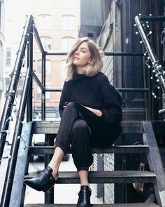 We're loving this black outfit and how fab looks this girl! #style #fashion #blackoutfit #ootd