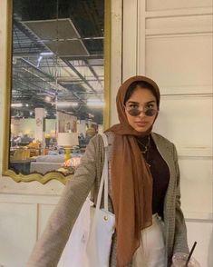 Modern Hijab Fashion, Street Hijab Fashion, Hijab Fashion Inspiration, Muslim Fashion, Modest Fashion, Curvy Outfits, Modest Outfits, Hijab Mode, Head Scarf Styles