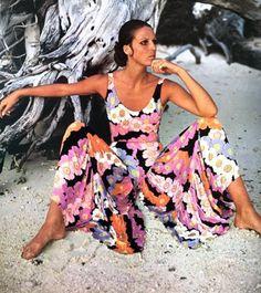 Birgitta af Klercker wearing Leonard Paris. Harper's Bazaar 1969 1969 Fashion, Fashion Photo, Retro Fashion, Fashion Beauty, Vintage Fashion, Fashion Models, Leonard Paris, Woman Beach, Fashion Story