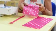 Suivez les conseils de notre experte en couture pour apprendre à réaliser une jolie trousse en coton enduit pour la Rentrée des Classes en 5 minutes ! Facile...