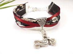bracelet liberty rouge et noir moto idée cadeau bikeuse motarde : Bracelet par kintcreations