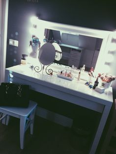 Diy Makeup Vanity, Vanity Decor, Vanity Ideas, Dressing Table Organisation, Vanity Organization, Home Remedies Beauty, Beauty Corner, Glam Room, Makeup Rooms