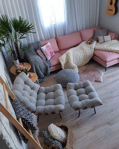 rustic home decor Small Apartment Interior, Studio Apartment Decorating, Apartment Design, Living Room Interior, Home Interior Design, Classy Living Room, Sitting Room Decor, Living Room Furniture Arrangement, Dream Rooms