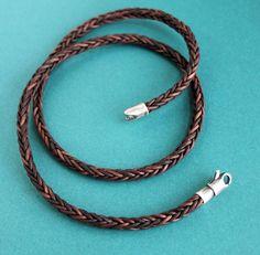 A teinté naturellement * corde tressée carré unique, brun foncé fait pour collier pour hommes minces et simples. Jai ajouté un fermoir simplifié