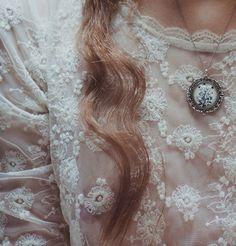 fashion, cloth, style, antique lace, dress, inspir, white lace, vintage necklaces, flower