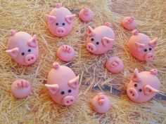 Piggy Cupcake Toppers by Lynlee's Petite Cakes, via Flickr