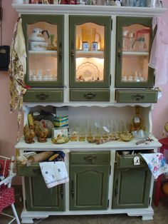 This is pretty! Vintage Furniture, Painted Furniture, Vintage Hutch, Colorful Roses, Love Is Sweet, China Cabinet, Buffet, House Ideas, Shabby