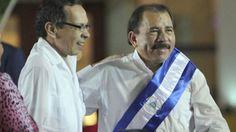 En una imagen de archivo, el presidente de Nicaragua, Daniel Ortega (a la…