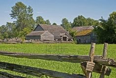 Upper Canada Village is an open-air museum, a renovation of 150 years old settlement. There are many houses with gardens, animals, furniture and tools, two churches and a school. It is in Ontario, Canada.