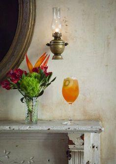 Qui Oui? 1½ oz. Aperol ½ oz. St-Germain elderflower liqueur ½ oz. kiwi syrup ¾ oz. fresh lemon juice pinch of salt Prosecco Garnish: kiwi slice