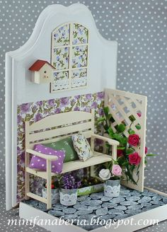 Violet Flower Bookend by MiniFanaberia on Etsy