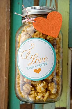 Wedding favors - popcorn in mason jars. Hmmm do they make mini mason jars? Fill with personalized m's or something? Popcorn Wedding Favors, Popcorn Favors, Wedding Party Favors, Popcorn Bar, Party Favours, Shower Favors, Cheap Favors, Unique Wedding Favors, Wedding Ideas