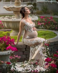Today we are going to show you some of the maternity pictures ideas that might help you with the next pregnancy photoshoot. Maternity Photography Poses, Maternity Poses, Maternity Portraits, Maternity Pictures, Maternity Dresses, Pregnancy Bump, Pregnancy Photos, Beautiful Pregnancy, Photoshoot