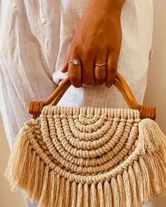 Macrame Purse, Macrame Knots, Macrame Jewelry, Diy Bags Purses, Crochet Toddler, Boho Bags, Macrame Design, Jute Bags, Macrame Projects