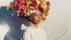 """Beyoncé Got Real About Post-Pregnancy Body Image In Her Refreshing Interview With """"Vogue"""" Vogue Magazine Covers, Vogue Covers, Diana Ross, Teen Vogue, Art Internet, Rihanna, Beyonce Makeup, Post Baby Body, Floral Headpiece"""