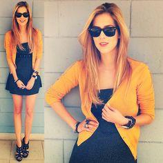 Ray Ban Wayfarer, Pç Benedito Calixto Dress, Leloo Sweater, Louis Vuitton Watch, Industry Fashion Heels