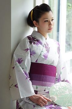 once upon a time in Kyoto, i had the pleasure of being touched by a a fairy on my shoulder . . . i turned around and saw someone who looked close to the beauty in this picture. . .