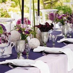 Lilac table cloth with navy runner.