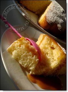 Ce gâteau est un VRAI DELICE , l'essayer c'est l'adopter, une recette découverte sur le joli blog Axoulle cuisine, rien qu'en voyant le moelleux de ce gâteau sur les photos du blog d'Axoulle, que j'ai couru le réaliser. A sa cuisson , le parfum de coco...