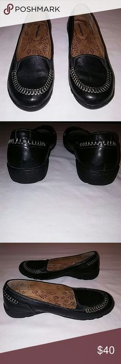 Women's Hush Puppies Size 6 Black Leather Slipons Excellent Condition. Size 6 Authentic Hush Puppies. Hush Puppies Shoes Flats & Loafers