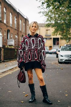 The end of New York Fashion Week means the street style set is poised for its London takeover. One part prim, prep, and punk, the vibe at London Fashion Week Fashion 2020, London Fashion, Women's Fashion, School Fashion, Fashion Weeks, Winter Fashion, Fashion Outfits, Cool Street Fashion, Street Chic