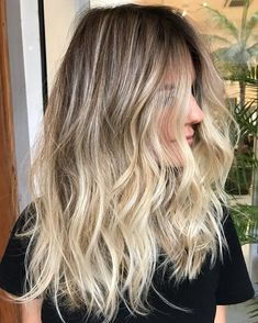 Golden Blonde Balayage for Straight Hair - Honey Blonde Hair Inspiration - The Trending Hairstyle Soft Blonde Hair, Medium Blonde Hair, Blond Ombre, Brown Ombre Hair, Ombre Hair Color, Blonde Balayage, Blonde Tips, Hair Highlights, Summer Highlights