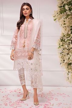Annus Abrar offers you luxury pret dresses. Come and browse trendy and unique luxury women's pret Dresses. Pakistani Fashion Casual, Pakistani Dresses Casual, Pakistani Bridal Dresses, Pakistani Dress Design, Asian Fashion, Bollywood Fashion, Casual Dresses, Kurta Designs Women, Blouse Designs