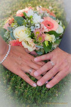 Eheringe, Brautstrauß und was sonst noch alles dazu gehört Rings For Men, Newlyweds, Round Round, Wedding, Men Rings