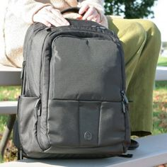 Born 2 impress: Born 2 Impress Holiday Gift Guide- Powerbag Review and Giveaway, ends 1/19/13