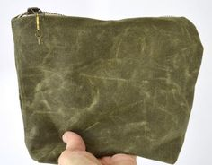 kirby - waxed canvas pouch / olive
