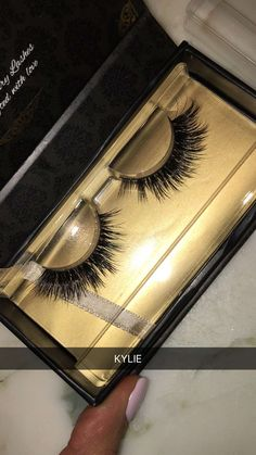 shop our luxurious custom designed lashes online www.lashbunny.com ✨