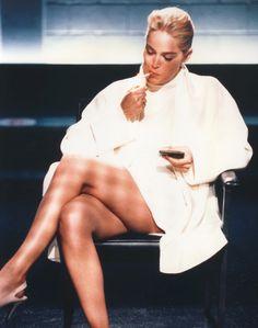 "Sharon Stone als ""Catherine Tramell"" in ""Basic Instinct"" Sharon Stone, Channing Tatum, Michelle Pfeiffer, Basic Instinkt, Film Mythique, Fashion Gone Rouge, Kino Film, Gone Girl, Hollywood"