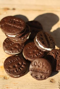 U nás na kopečku: ... domácí Oreo sušenky ... Candy, Cookies, Chocolate, Recipes, Food, Crack Crackers, Chocolates, Eten, Candles