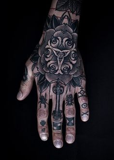 I love hand art like this; _Sad our society labels the tatt'd folk so fast; otherwise I'd be plotting ideas!(;