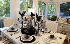 15 Halloween Tablescapes and Party Decorations Part 2 #uniqueintuitions #halloween #tablescapes #party #decorations