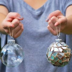 Turn old CDs into sparkly new ornaments! Easy tutorial you can make with the family. (full tutorial)