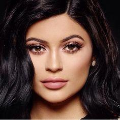 ¿Acaso no quisieras tener las pestañas así y la piel tan, tan perfectamente maquillada? :O