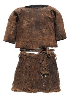 The Egtved Girls costume. She was dressed in a striking cord skirt. It went doen to her kneew, was wound twice around her waist and was 38 cm long.  Fashion, prehistory, Denmark, history, Bronze age.