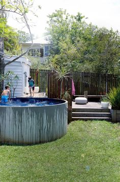 Above Ground Pool Ideas - In the summer, people like spending few hours in the swimming pool. However, you may hate the way your above ground pool looks in your backyard. Small Backyard Pools, Small Pools, Diy Pool, Indoor Pools, Pool Decks, Oberirdische Pools, Swimming Pools, Tank Pools, Mini Piscina