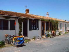 Île-d'Aix, Maison de vacances avec 2 chambres pour 6 personnes. Réservez la location 944522 avec Abritel. Maison au cœur de l île d Aix, proche océan, 2 chambres, 6 couchages