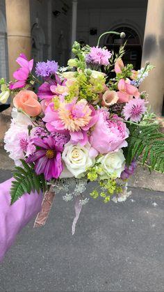 Seasonal British Colour Pop Bouquet from Fig and Fern - Moja strona Modern Wedding Flowers, Wedding Flower Inspiration, Colour Pop, Floral Centerpieces, Floral Arrangements, Floral Backdrop, Arte Floral, Ferns, Beautiful Flowers