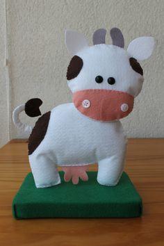 #Decoração #festa tema #Fazendinha em #feltro, uma graça!!!! Detalhe #vaca. #Felt #farm #animals #party decor #cow