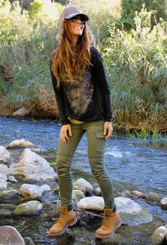 20 Style Tips On How To Wear Hiking Boots: Gurl waysify #hikingoutfit