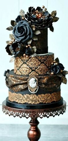 Tartas de Boda - Wedding Cake - Victorian gothic wedding cake - Cake by Tamara Victorian Gothic Wedding, Gothic Wedding Cake, Gothic Cake, Beautiful Wedding Cakes, Gorgeous Cakes, Pretty Cakes, Cute Cakes, Amazing Cakes, Steampunk Wedding Cake